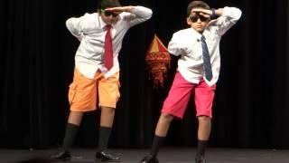 getlinkyoutube.com-Funniest dance on Hindi song .. Rocking Dance ... Must watch