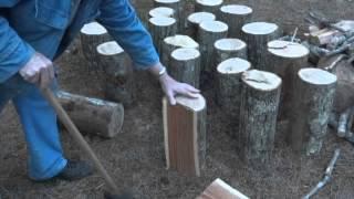 getlinkyoutube.com-Splitting Firewood with a splitting maul