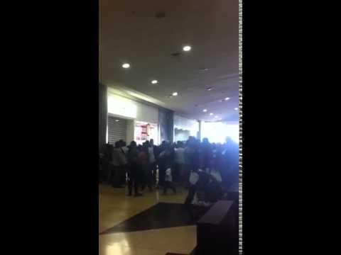 BACHAQUEROS ACECHAN PUERTAS DE EPK SAMBIL MARACAIBO
