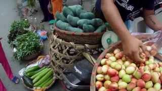 getlinkyoutube.com-ลูกท้อ สดๆ ที่หล่าวกาย ตลาดเช้าในเวียดนาม