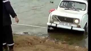 getlinkyoutube.com-غرق سيارة رونو اير كات بسد بوكردان في قرية فجانة RENAULT R4
