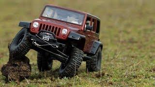 getlinkyoutube.com-Jeep Rubicon vs Defender Scale Rock Crawler Expedition Axial SCX10