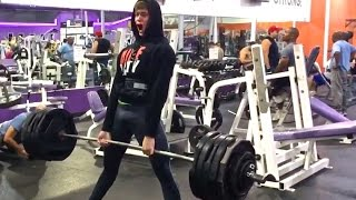 560 Deadlift Attempt 17 Year Old