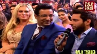 getlinkyoutube.com-First Time Shahid Afridi In HUM Tv Style Awards