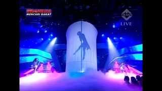 getlinkyoutube.com-Yohanna Harso Silhouette Pole Dance