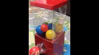 4歳の息子に 簡単ダンボールで ガチャガチャマシーン作りました (ムーチャンネル)