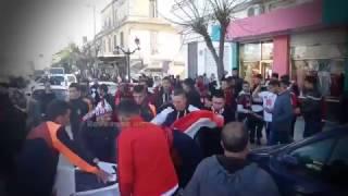getlinkyoutube.com-روح رياضية كبيرة صنعها ابناء مدينة بلعباس مع انصار اتحاد الجزائر موسم  216/2017 الجولة 13
