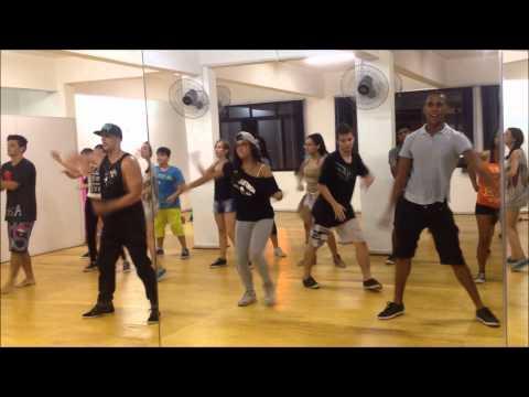 Academia de Dança Movimento S.A - Pharrell Williams Happy - Thiago Oliveira