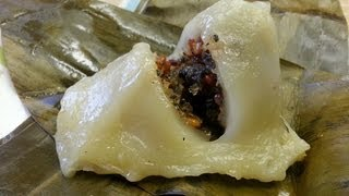 getlinkyoutube.com-How to make Num Koum (Glutinous rice dumplings filled with sweet coconut, basil seeds and peanuts)