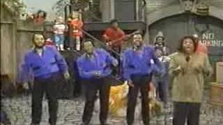 "getlinkyoutube.com-Gladys Knight & The Pips ""Sesame Street Theme"" (1988)"