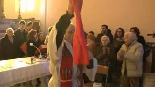 """Italian priest sings antifascist resistance song """"Bella Ciao"""""""
