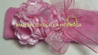 getlinkyoutube.com-Como hacer tiaras con flores quemadas en tela satin para el cabello de las niñas