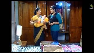 getlinkyoutube.com-mallu serial actress Roopasri  Very Big Wide Navel Slips in Saree