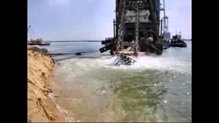 getlinkyoutube.com-قناة السويس الجديدة: أول فيديو لسحب وطرد الرمال فى تكريك القناة