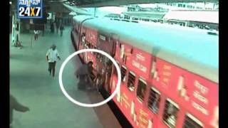getlinkyoutube.com-Women Dead After Trying To Catch a Running Train in Mysore - Suvarna news