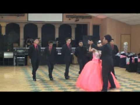 quinceanera Julisa vals con chambelanes