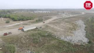 getlinkyoutube.com-ЗА ПАРКАНОМ №4 | Хто заробляє бариші на сміттєзвалищі на Крюківщині?