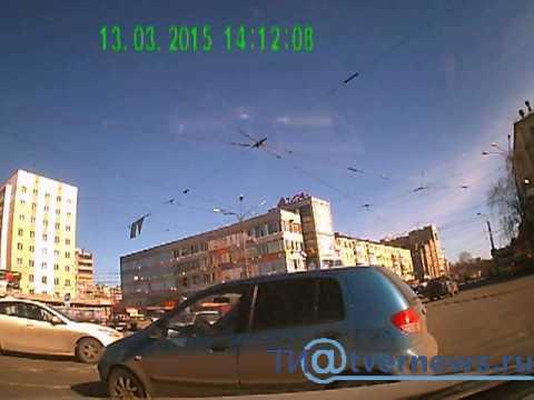 В Твери джип протаранил ВАЗ, момент столкновения попал на камеру видеорегистратора