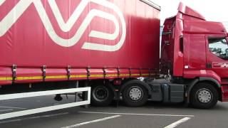 Video taken after lorry hit Orpington railway Bridge. Lorry heads back the way it came.