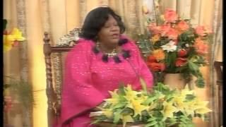 getlinkyoutube.com-La verité est têtue Maman Olangi part2