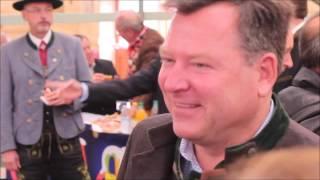 Geburtstagsständchen für den Oktoberfest-Festleiter Josef Schmid (Video: Gerd Bruckner)