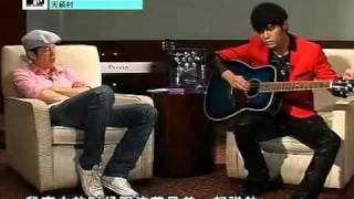 Jay Chou shows off his guitar skill(周杰伦炫吉他技巧+免费教学录影带MV)