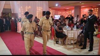 getlinkyoutube.com-Original Komedi walivyoingia kwenye Harusi ya Masanja na sare za Polisi