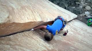 getlinkyoutube.com-Classic Hand Jam Climbing at Red Rock Canyon: Adam Floyd climbing Handbone 5.10