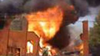 getlinkyoutube.com-Fire destroys furniture warehouse in Wellington