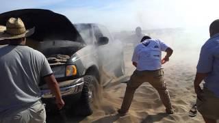 getlinkyoutube.com-una troca quemandose en la playa costa azul