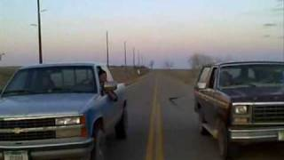 Drag Race!! Ford Bronco v.s. modified Chevy 350 and a smoky burnout