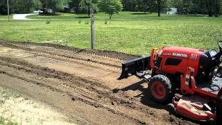 getlinkyoutube.com-Kubota b2620 pushing dirt
