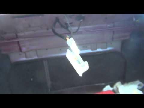 Замена лампочки света в багажнике на Kia - Spectra