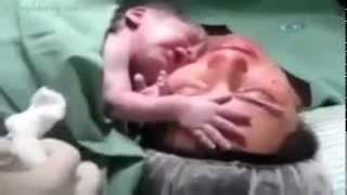 getlinkyoutube.com-SubhanAllah Fëmija i posalindur nuk do të largohet nga Nëna !