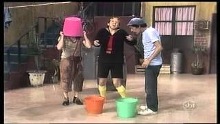 getlinkyoutube.com-Chaves - Tempestade Em Balde D'Água (Semelhante) 1974