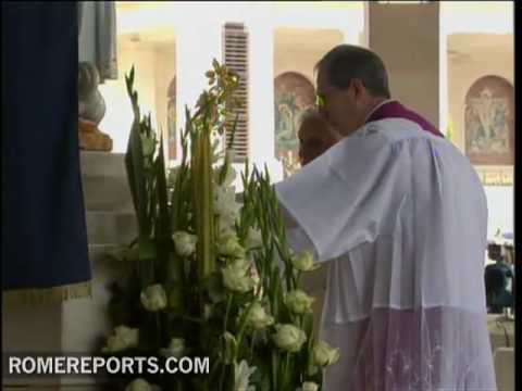 Benedict XVI visits Chapel of the Apparitions in Fatima