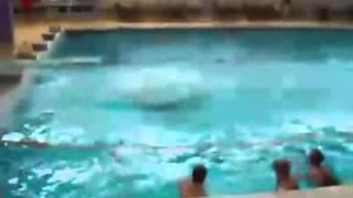 getlinkyoutube.com-수영장에서 일어난 굴욕 장면 모음