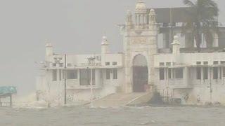 getlinkyoutube.com-EID SPECIAL: Haji Ali Dargah rare video of Sinking in water