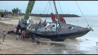 getlinkyoutube.com-Between a rock and a hard place: sailing boat crash...
