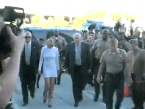Lindsay Lohan enters court