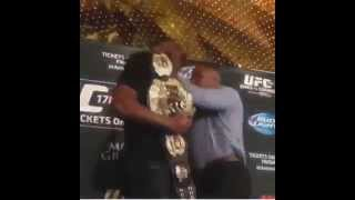 Jon Jones vs Daniel Cormier FIGHT