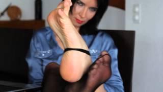 getlinkyoutube.com-Aga shows us again her feet so sexy
