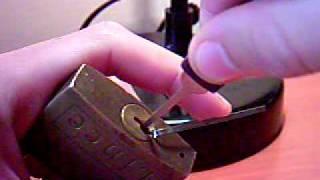 getlinkyoutube.com-tecnica para abrir candados sin la llave.
