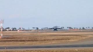 getlinkyoutube.com-被災地救援にやってきたアメリカ軍の大型輸送機