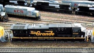 getlinkyoutube.com-HO Scale: HUGE UP and KCS Grain Trains