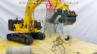 getlinkyoutube.com-Excavator Hydraulic Komatsu PC800 RC 1:14 gripper for concrete pipe