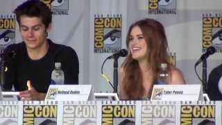 """getlinkyoutube.com-""""What was it like to kiss Dylan O'Brian?"""" at the Teen Wolf panel SDCC 2013"""