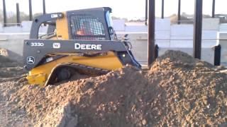 getlinkyoutube.com-John Deere 333D Track Loader back filling with sand