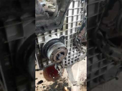 Выпресовка передней втулки коленвала вольво ф 12./Замена переднего сальника коленвала вольво ф 12