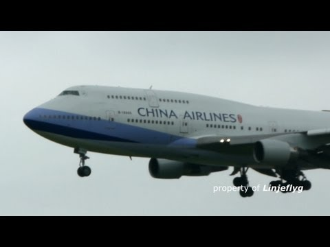 CHINA AIRLINES BOEING 747-400 B-18205